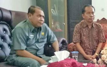 Wakil Ketua DPRD Gunung Mas, Punding S Merang (kiri)
