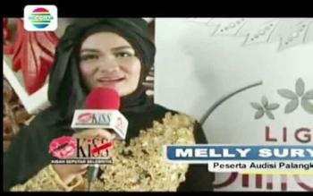 Melly Suryani saat di wawancara dalam program hot kiss Indosiar.