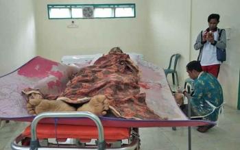 Darman (44), korban tewas kasus pembunuhan saat hendak divisum di kamar jenazah RSUD Dr Murjani Sampit, Kamis (26/10/2017)