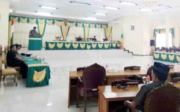 Rapat paripurna DPRD Lamandau dengan agenda penyampaian pendapat Bupati Lamandau tentang ranperda inisiatif Dewan, Kamis (26/10/2017)