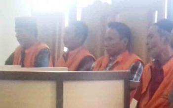 Para terdakwa judi bingo saat jalani persidangan.
