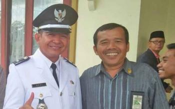 Lurah Bukit Tunggal, Kecamatan Jekan Raya, Kota Palangka Raya, Muhammad Heri Fauzi (kiri).