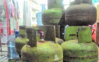 Gas elpiji yang ada di warung warga jalan Bukit Keminting, area tengah Kota Palangka Raya.