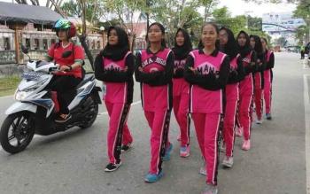 Para anak didik mengikuti lomba gerak jalan yang didakan KNPI Barito Utara