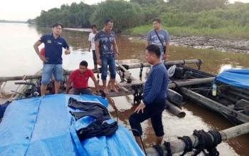 Tim Polres Kapuas dalam operasi wanalaga berhasil amankan 90 potong kayu log meranti campuran dengan panjang 4 meter di Desa Mantangai Hilir Kecamatan Mantangai.