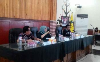 Wakil Ketua DPRD Kota Palangka Raya, Ida Ayu Nia Anggraini (berjilbab) saat menghadiri kunjungan kerja Komisi D DPRD Kabupaten Kediri ke Pemerintah Kota (Pemko) Palangka Raya, Jumat (27/10/2017).