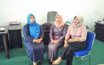 tiga anggota DPRD Barito Utara, Hj Sinaryati (Kiri), Jamilah (tengah) dan Leni Marlina (kanan)
