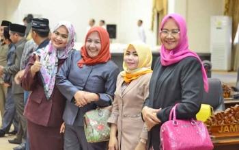 Anggota DPRD Barito Utara seusai rapat peripurna, Wardatun Nurjamilah, Rosy Wahyuni, Jamilah, dan Hj Nurul Ainy.