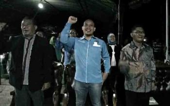 Ketua KNPI Kabupaten Katingan, Edy Ruswandi (tengah), dalam kegiatan Pentas Pemuda KNPI, Sabtu (28/10/2017) malam.