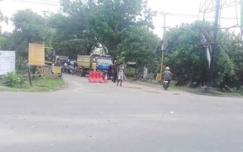 Pengerjaan proyek Jalan Pramuka Sampit, Kabupaten Kotawaringin Timur.