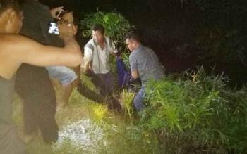 Seorang lelaki ditemukan tewas di dalam selokan, Jalan HM Arsyad, Km 24, Desa Bagendang Hulu, Kecamatan Mentaya Hilir Utara, Kabupaten Kotawaringin Timur, Minggu (29/10/2017) sekitar pukul 01.30 WIB.