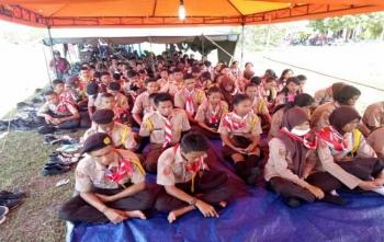 Ratusan peserta kemah besar saat mengikuti sosialisasi bahaya narkoba, Sabtu (28/10/2017)