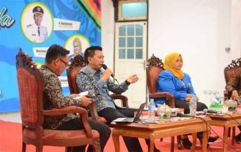 Bupati Barito Utara, Nadalsyah saat menjadi nara sumber pada acara talk show diacara resepsi kepemudaan yang diadakan DPD KNPI