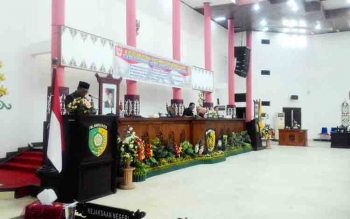 Wakil Wali Kota Palangka Raya, Mofit Saptono Subagio menyampaikan Pidato Pengantar Wali Kota Palangka Raya dalam rapat Paripurna, Senin (30/10/2017)