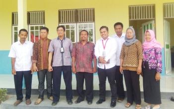 Tim dari KPK melakukan pengecekan bangunan PAUD yang dibangun menggunakan Anggaran Pendapatan dan Belanja Desa (APBDes) di Desa Bungai Jaya.