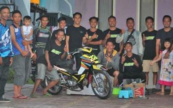 Penggandrung balap motor asal Kuala Pembuang usai mengikuti Kejurda Motor Prix Bupati Kotim Championship di Kota Sampit.