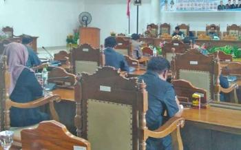 Agenda rapat paripurna DPRD Pulang Pisau yang ke-25 masa persidangan III sempat molor dan akhirnya ditunda karena tidak kuorum, Senin (31/10/2017)