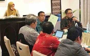 Plt Sekda Mugeni rapat evaluasi dengan jajaran Tim Saber Pungli di Jakarta belum lama ini (Istimewa)