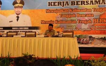 Plt Kepala BPB-PK Kalteng, Darliansjah saat rakor BPBD se-Kalteng, Selasa (31/10/2017)