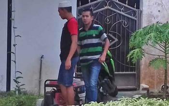 Said Abdul Hakim dan Doni Ariansyah tersangka kasus pencurian sandal, sepatu dan genset.