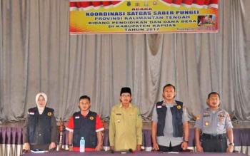 Wakil Bupati Kapuas H Muhajirin didampingi tim saber pungli provinsi Kalteng saat membuka acara Sosialisi di Auala Pemkab Kapuas.