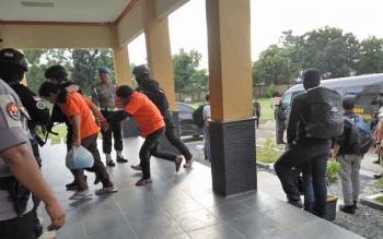 Tersangka Pembakar SD di Palangka Raya Kembali Dibawa ke Polda Kalteng