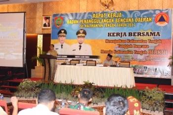 Plt Sekda Kalteng Mugeni saat menyampaikan permintaan Gubernur Sugianto Sabran pada Rapat Kerja BPBD se-Kalteng, Selasa (31/10/2017).