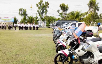 Pelaksanaan apel gelar pasukan Operasi Zebra Telabang 2017 di halaman Mapolres Sukamara.