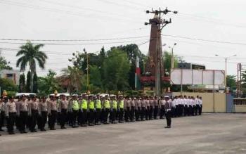 Ratusan anggota Polres Kotim bersama dinas perhubungan saat menggelar apel Operasi Zebra, Rabu (1/11/2017).