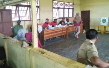 Pelaksanaan pemungutan suara ulang di Desa Sungai Baru, Kecamatan Pantai Lunci.