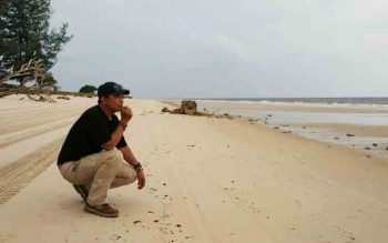 Warga ketika di Pantai Ujung Pandaran.