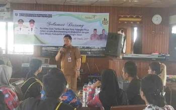 PLT Sekda Kotim Halikinnor saat memberikan paparan tentang pariwisata kepada para duta wisata Tambun Bungai Palangka Raya.