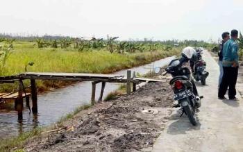 Sungai kerukan di Kampung Sambas, Kecatan Sukamara