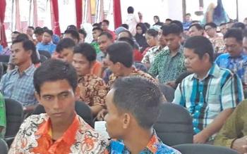 Puluhan kepala desa di Seruyan saat mengikuti rapat koordinasi dan sosialisasi pengelolaan keuangan desa tahun anggaran 2017, di Gedung Serba Guna Kuala Pembuang, Kamis (2/11/2017).