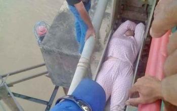 Fitri hendak bunuh diri dengan berbaring di baja kontruksi Jembatan KH Hasan Basri, Muara Teweh, Kabupaten Barito Utara, Kamis (2/11/2017).