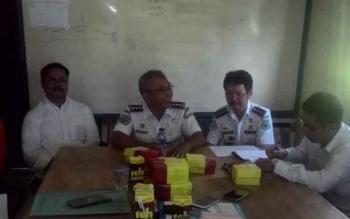 Tim Percepatan Perbaikan Jembatan Pulau Telo saat menggelar rapat koordinasi.