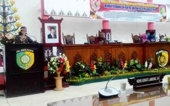 Ketua Bapemperda DPRD Kota Palangka Raya, Anna Agustina Elsye menyampaikan laporan program pembentukan Perda, Jumat (3/11/2017)