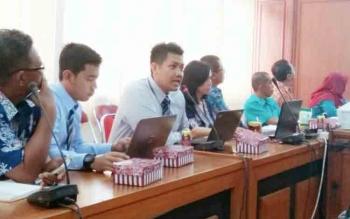 Analis BI Kalteng Edy Saputra (tiga dari kiri).
