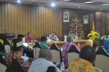 Tim KPK saat monitoring dan evaluasi rencana aksi pencegahan korupsi di kantor Gubernur Kalimantan Tengah, Kota Palangka Raya, Jumat (3/11/2017).