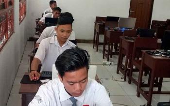 Simulasi UNBK di SMKN 1 Kurun, Kabupaten Gunung Mas, Senin (6/11/2017).