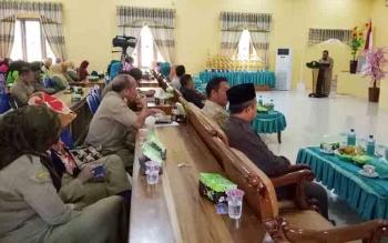 Peserta saat mengikuti pembukaan Jambore Kader PKK Kabupaten Sukamara di aula BPG Sukamara, Senin (6/11/2017)