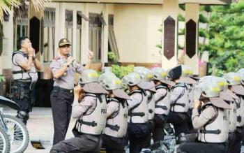 Tampak Wakapolres Lamandau, Kompol Imam Riyadi saat memimpin latihan personel, beberapa waktu lalu.