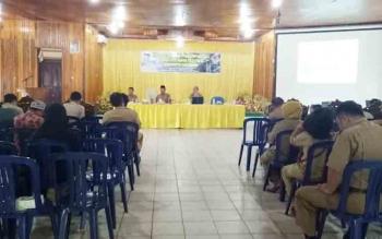 Wakil Bupati Sukamara, Windu Subagi saat memimpin kegiatan Ekpose Penilaian Program Adipura Tahap 1 (P1) di gedung Gawi Barinjam Sukamara.