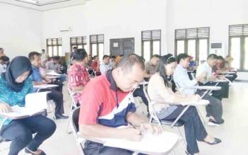 Puluhan calon anggota PPK saat ikuti seleksi tertulis yang diadakan KPU Lamandau