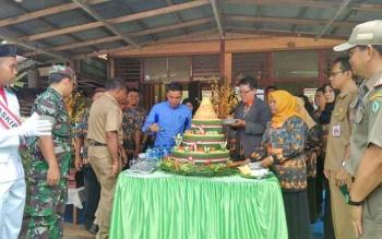 Bupati Kotim Supian Hadi saat menghadiri peringatan HUT SMPN 1 Kota Besi sekaligus reuni akbar alumni, Selasa (7/11/2017).