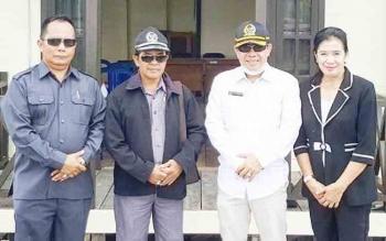 Sekretaris Komisi B DPRD Kota Palangka Raya Alfian Batnakanti (dua kanan) saat kunjungan ke Kelurahan Danau Tundai, Kecamatan Sabangau pada masa reses, beberapa waktu lalu.