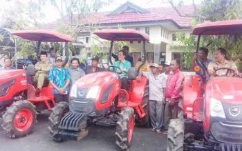 Penyerahan Alsintan kepada petani di Kotim.