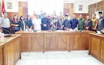 Anggota DPRD Gunung Mas saat kunjungan kerja ke Provinsi Sumatra Barat