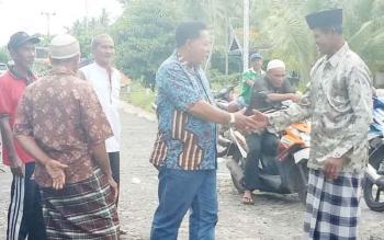 HM Syairi saat disambut masyarakat Desa Sei Buntu, Kecamatan Pantai Lunci, Kabupaten Sukamara