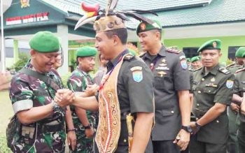 Letkol Czi Alfius Navirinda Krisdinanto dilepas menuju tempat tugas yang baru.